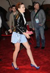 Emma Watson au festival Tribeca de New York. Th_127659244_EmmaWatson_TribecaFF_210412_104_122_173lo