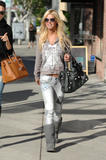 Tara Reid goes to Intermix on Robertson Blvd. in West Hollywood - Nov 30, 2009