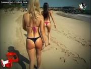 Culos caminando por la playa