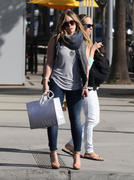 http://img242.imagevenue.com/loc467/th_453637299_Hilary_Duff_Out_Shopping_Beverly_Hills23_122_467lo.jpg