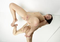 http://img242.imagevenue.com/loc476/th_613733776_004_123_476lo.jpg