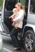 http://img242.imagevenue.com/loc487/th_980672780_Hilary_Duff_takes_Luca_to_western_Bagel4_122_487lo.jpg