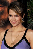 th_69458_Halle_Berry_The_Soloist_premiere_in_Los_Angeles_82_122_585lo.jpg
