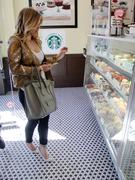 http://img242.imagevenue.com/loc599/th_076316822_Hilary_Duff_at_Crumbs_bakery27_122_599lo.jpg